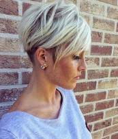 Short Haircuts For Older Women 10