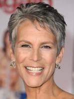 Short Haircuts For Older Women 14