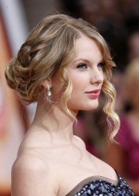 Taylor Swift Hairstyles 2018 18