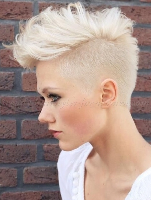 Undercut Hairstyles For Women Undercut Hairstyle Trendy Women\'s ...