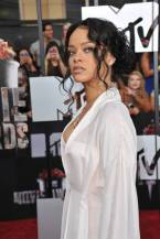 21 Low Curly Knot From Rihanna