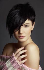 Asymmetrical Haircuts For Round Faces