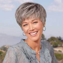 Best Short Haircuts For Older Women 7