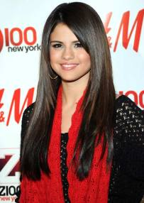 Loose Straight Layers With Side Bangs