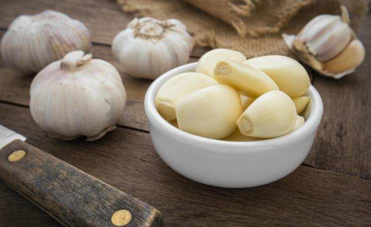 Garlic: 4 Benefits Of Sleeping With a Garlic Under Your Pillow