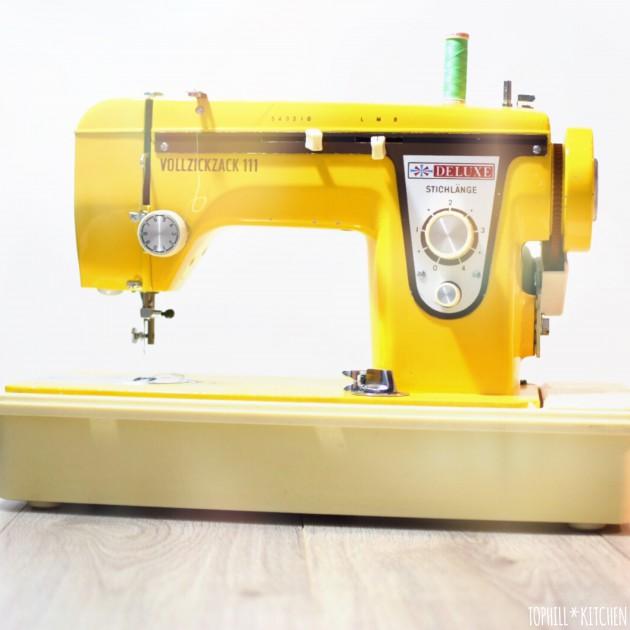 Gelbe Nähmaschine von Mum