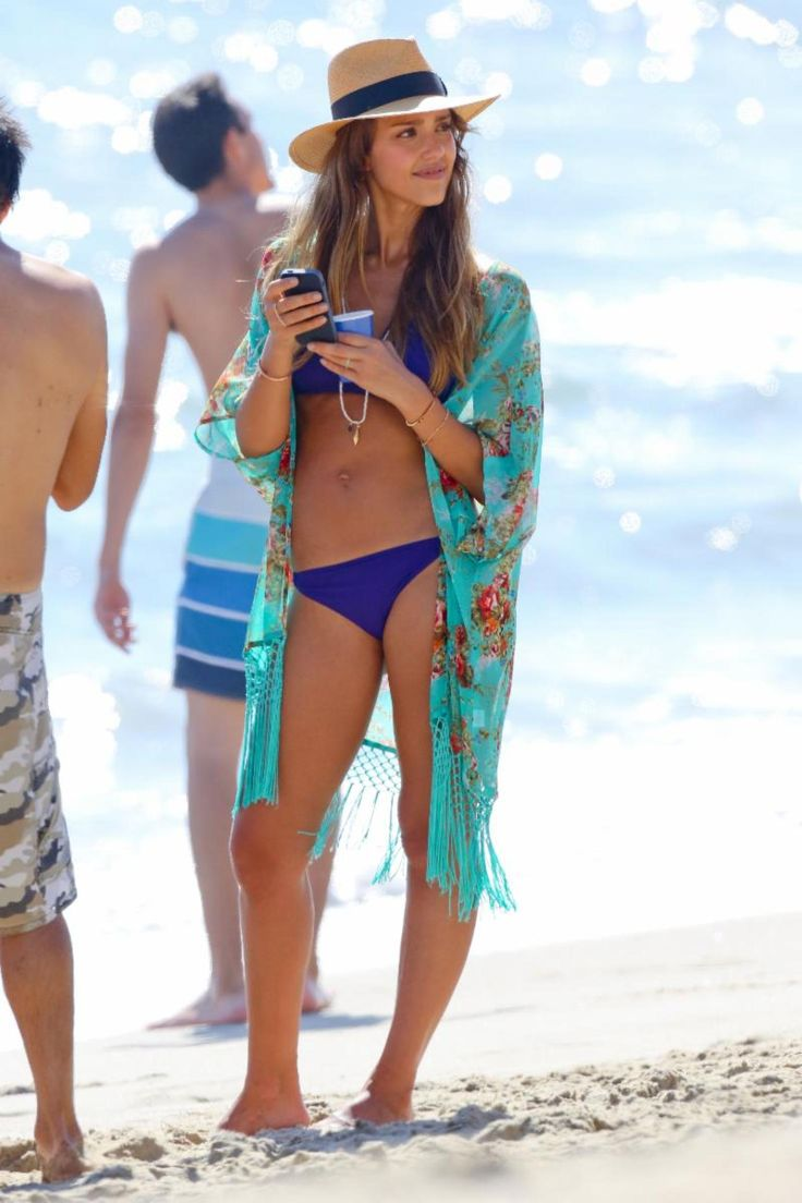 Jessica Alba Cool Outfit to Wear to the Beach