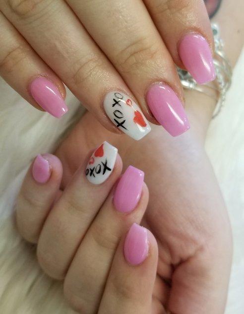 XOXO dip powder nails
