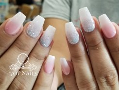 Fullset SNS dip powder ombre nails, by Koi.
