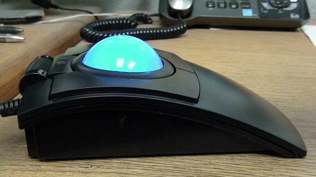 CST2545 (L-Trac) USB Wired High-Performance Trackball Mouse