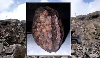Зальцбургский параллелепипед В 19 веке научный мир потрясла находка известного физика Фридриха Адольфа Гурльта, в 1885 году он обнаружил «странный металлический метеорит», имеющий форму параллелепипеда. Выделялся в числе остальных он именно необычной формой, на четырех сторонах параллелепипеда имели место глубокие надрезы.