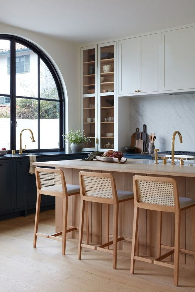 Arches Are at the Forefront in This Santa Monica Canyon Renovation