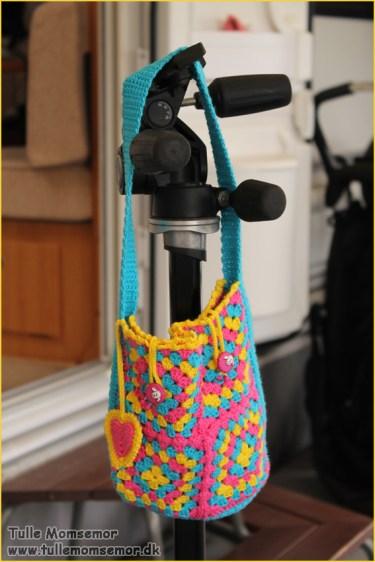Taske til Rose lavet med bedstemor firkanter
