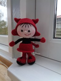 Laila B. Thomsen - Hæklet dukke i halloween kostume - Little Owls Hut