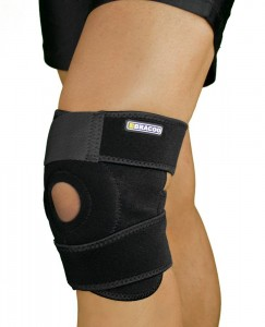 Bracoo Breathable Neoprene Knee Support, One Size, Black,Manufactured by Yasco