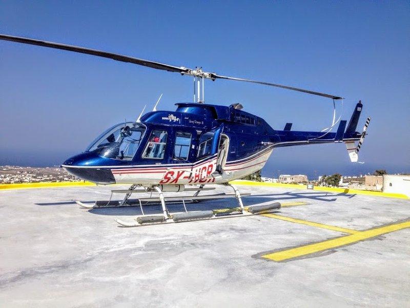Прогулки на вертолете над Санторини