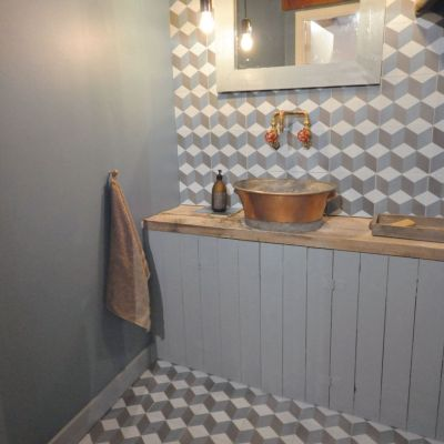 oude-cementtegels-badkamer-wand-vloer