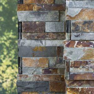 Bijpassende hoekstukken voor de muurstrips in natuursteen.