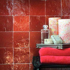 Rode zelliges als badkamertegels