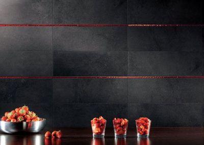 keramische wandtegels met rode listel