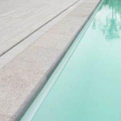 zwembadtegels, zwembad in natuursteen