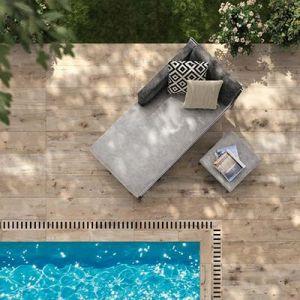 beige keramische terrastegels als zwembadtegel