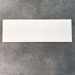 Wit matte metrotegels in formaat 10x30cm.