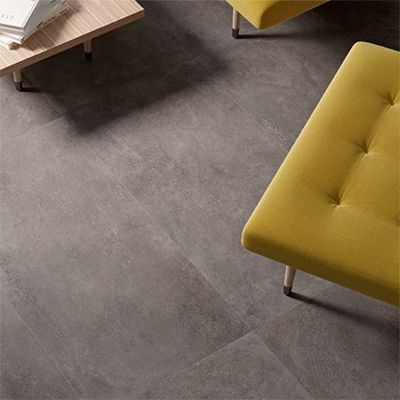 betonlook tegel in combinatie met pantone geel.