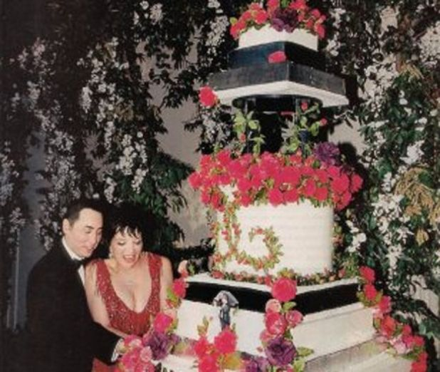 david-gest-and-liza-minnellis-red-accent-wedding-cake1