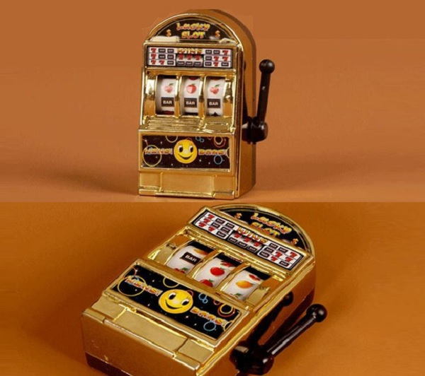 Fact 2: The Worlds Smallest (Working) Slot Machine