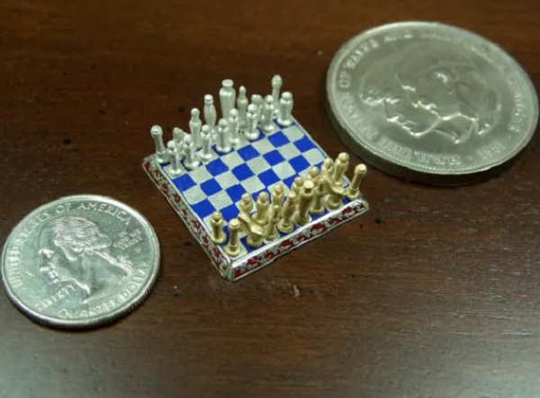 Smallest jewellery chess set in the world 18 karat yellow gold and pure silver