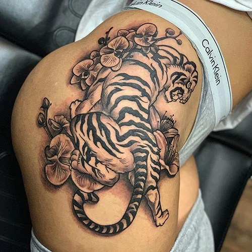 Sexy Thigh Tattoo Designs For Women