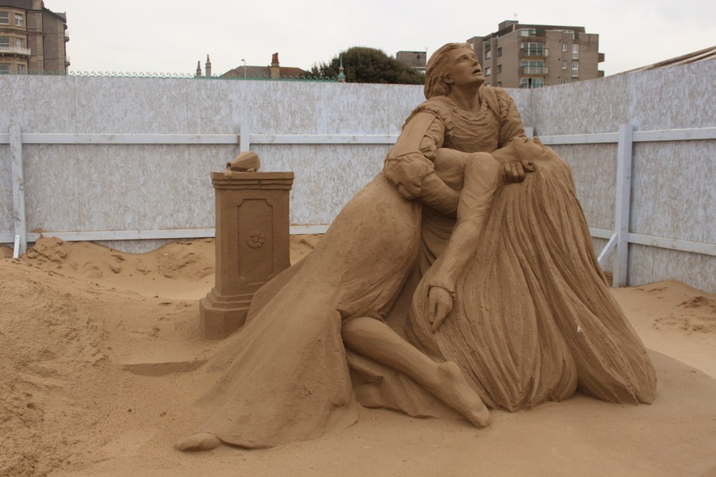 Sand_Sculpture_at_Weston_super_Mare_of_Romeo_and_Juliet_by_Marielle_Heessels