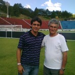 O auxiliar técnico do Villa Sérgio Manoel e o grande craque do futebol local Moacyr Toledo, administrador do Estádio