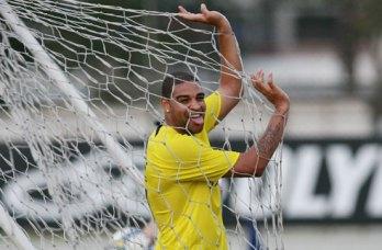 Adriano vai mesmo jogar no Corinthians