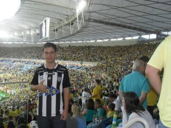 Torcedor de JF veste camisa do Tupi e aprova Maracanã