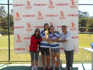 BD recebe o troféu pelo título na peteca feminina