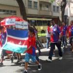 Foto do desfile de abertura da Copa Prefeitura Bahamas de Futebol Amador 2013