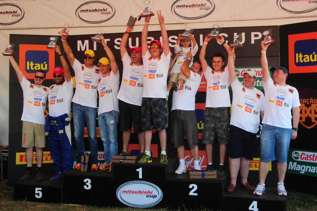 Mendes e Muniz comemoraram no topo do pódio da categoria L200 Triton RS