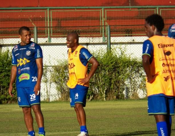 Ademilson treinou com bola e pode ser relacionado para a partida em Tombos