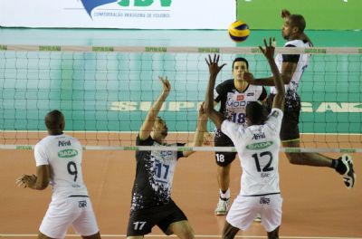 Time mineiro venceu por 3 sets a 1 (21/17, 21/18, 16/21 e 21/14), em 1h45, no ginásio Chico Neto, em Maringá (PR)