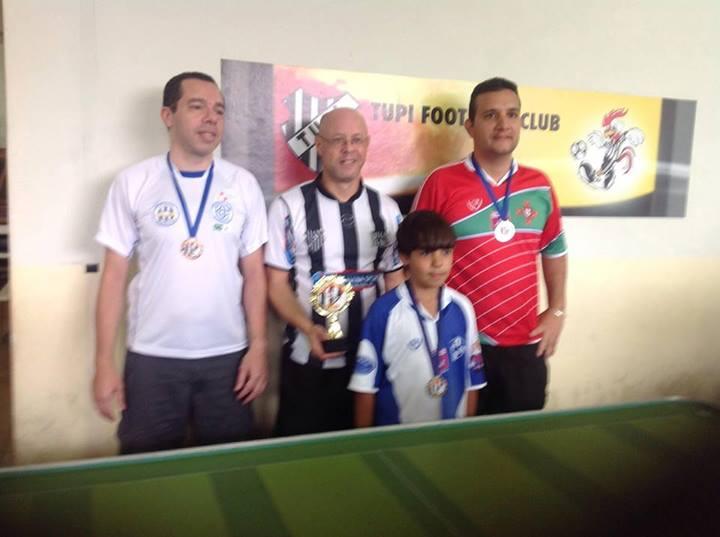 Luiz Henrique Colla, no centro, venceu a etapa