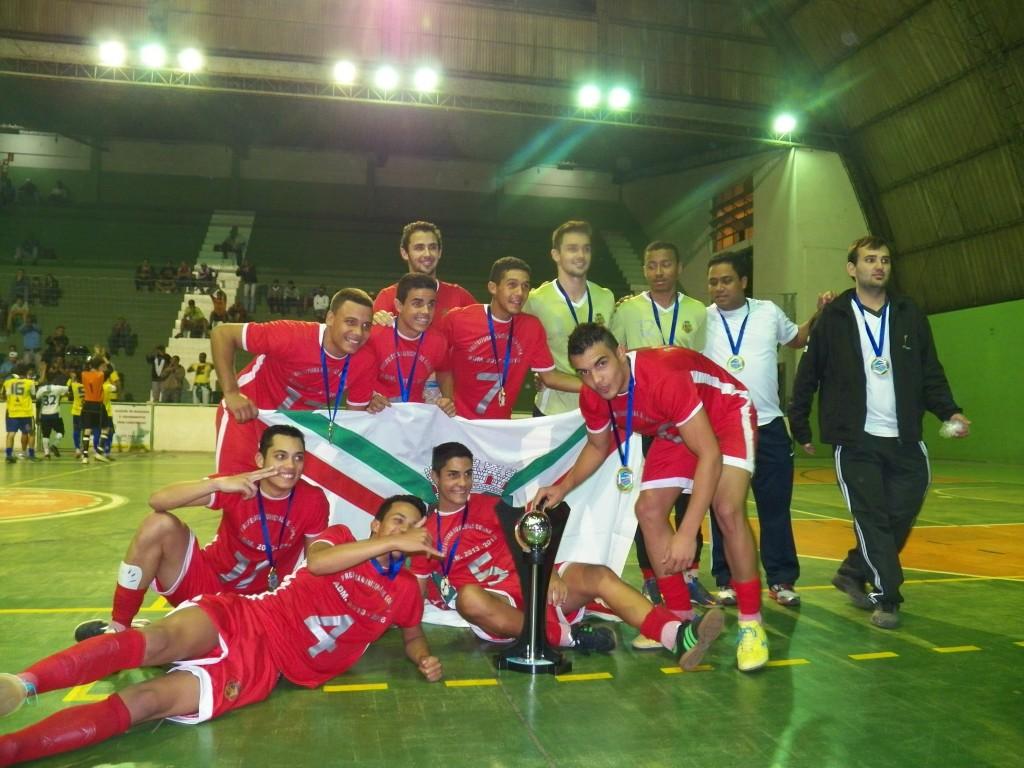 Atletas e comissão técnica da Prefeitura de Goianá, campeões no juvenil da Copa Prefeitura Bahamas de Futsal