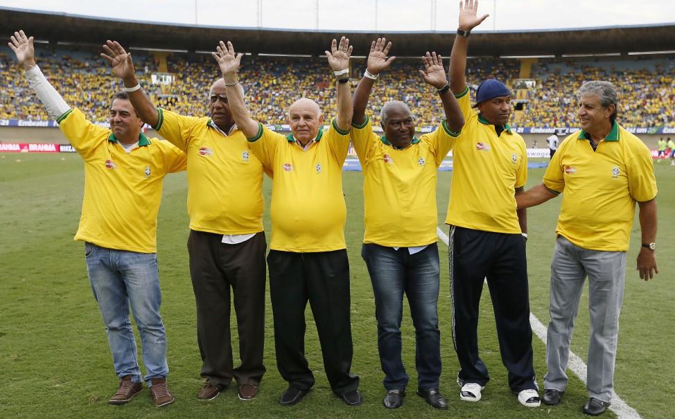 Antes do jogo contra o Panamá, no Serra Dourada, os campeões mundiais Zito (representado pelo filho), Pepe, Mengálvio, Piazza, Edu e Viola foram homenageados pela CBF