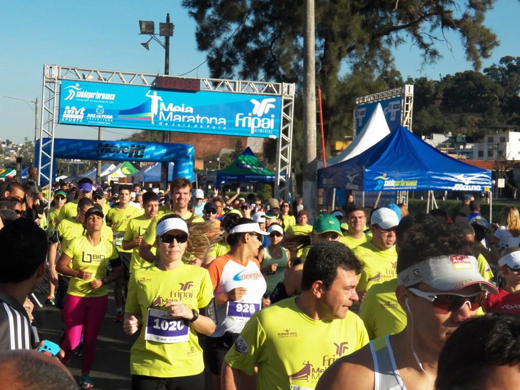 Atletas da Meia Maratona de JF elogiaram pontos como hidratação e percurso