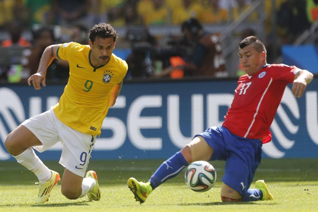 Para Felipão, Fred não vem contribuindo na marcação como deveria em alguns momentos. Além disto, atacante marcou apenas um gol no Mundial