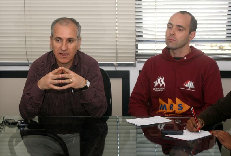 Maurício Bara (direita) comandou reunião com elenco pedindo mudança imediata de atitude