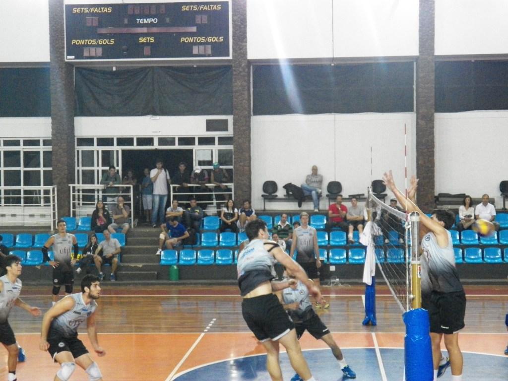 Jogadores treinaram normalmente antes da apresentação oficial ao torcedor