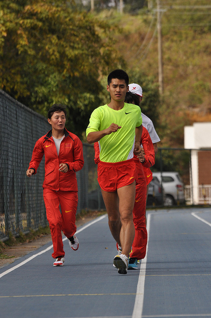 Chineses treinam na pista de atletismo da UFJF