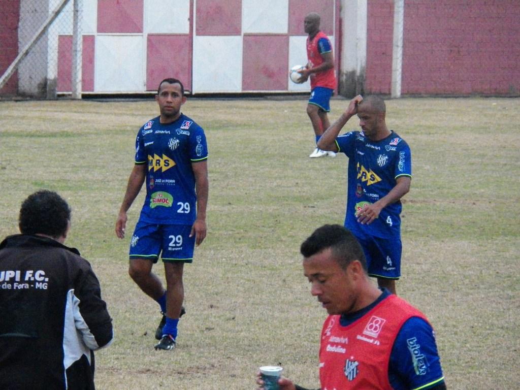 Dupla de volantes, Genalvo e Léo Salino, volta ao time titular contra o São Caetano